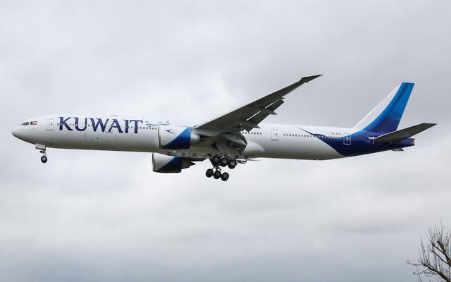 Un avion de Kuwait Airways à l'approche de l'aéroport de Heathrow à Londres, en Angleterre (Crédit :  Wikimedia Commons via JTA)