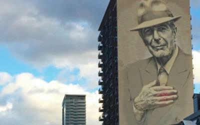 Fresque murale à l'effigie de l'artiste Leonard Cohen à Montréal, Canada, le 4 novembre 2017. (Crédit : AFP / Marc BRAIBANT)