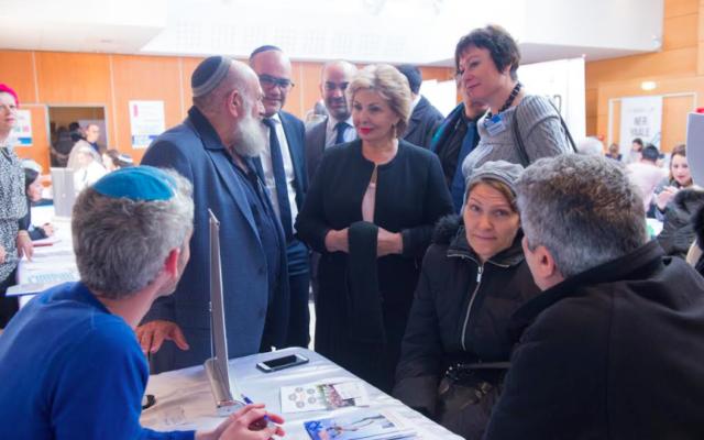 Sofa Landver au salon parisien de l'alyah du 26 novembre 2017 (Crédit : autorisation Agence juive pour Israël-France)