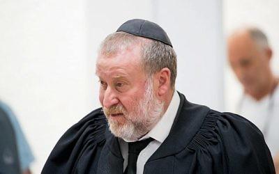 Le procureur général Avichai Mandelblit prend la parole lors d'une cérémonie à Jérusalem, le 26 octobre 2017. (Crédit : Yonatan Sindel / Flash90)