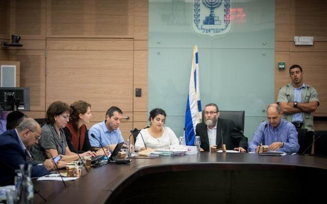 La commission des Finances de la Knesset, à Jérusalem, le 8 novembre 2017 (Crédit : Yonatan Sindel/Flash90)