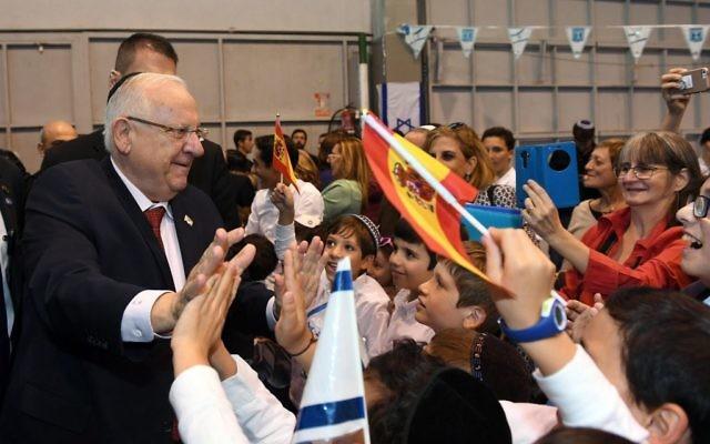 Le président Reuven Rivlin rencontre la communauté juive de Madrid le 5 novembre 2017 (Crédit : Haim Zach / GPO)