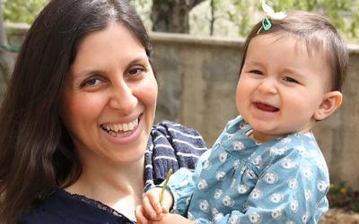 Nazanin Zaghari-Ratcliffe et sa fille Gabriella (Crédit : AFP)