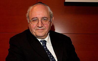 """Le rabbin Giuseppe Laras assistant au lancement du livre """"Nonna Carla"""" à Milan, en Italie, le 9 février 2010 (Crédit : Vittorio Zunino Celotto / Getty Images via JTA)"""