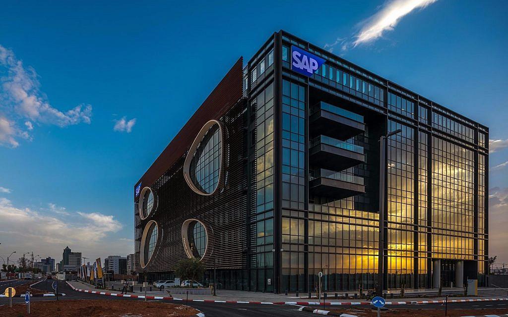 Le bâtiment SAP dans la zone industrielle de Raanana, conçu par Yashar Architects Ltd (Crédit : Uri Porat)
