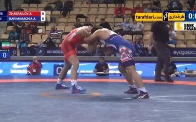 L'iranien Alireza Karimi face au russe Alikhan Zhabrailov, lors du championnat du monde de lutte, le 27 novembre 2017. (Crédit : capture d'écran YouTube)