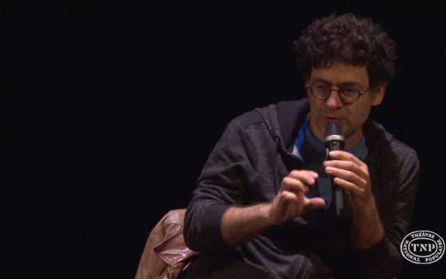 Wajdi Mouawad,  homme de théâtre, metteur en scène, auteur, comédien, directeur artistique, plasticien et cinéaste libano-canadien. (Crédit : Capture d'écran YouTube)