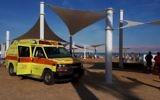 Une ambulance Magen David Adom à Ein Bokek, sur les rives de la mer Morte, le 1er novembre 2017. (Crédit : MDA)