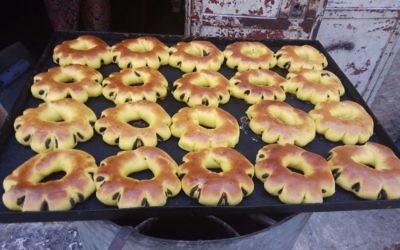 Les fameuses brioches (kaek) vendues dans la Vieille Ville, à base de safran, de dattes (Crédit: Pierre-Simon Assouline)
