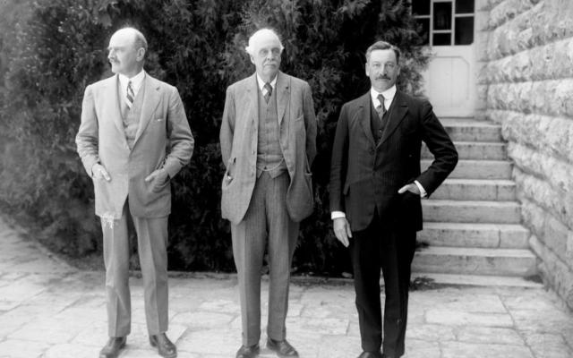 De gauche à droite, Lord Edmund Allenby, Lord Arthur Balfour et Sir Herbert Samuel, à l'université hébraïque de Jérusalem, en 1925. (Crédit : Library of Congress)