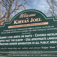 Le village Satmar de Kiryas Joel (Crédit : JTA / Uriel Heilman)