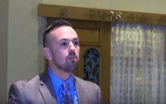 Le rabbin Nathan Weiner de la congrégation Beth Tikvah dans le canton d'Evesham (Crédit : Capture d'écran YouTube)