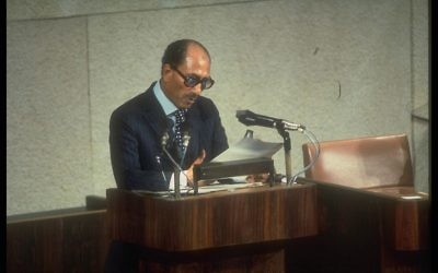 Le président égyptien Anwar Sadate à la Knesset, le 20 novembre 1977. (Crédit : Ya'akov Sa'ar/GPO archive)