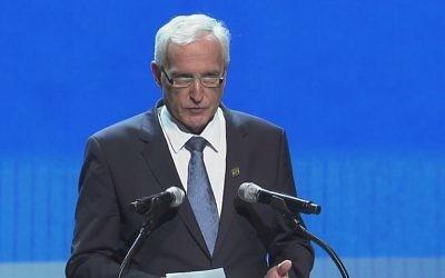 Le ministre d'État hongrois pour la Politique de sécurité, István Mikola (Crédit : Capture d'écran YouTube)