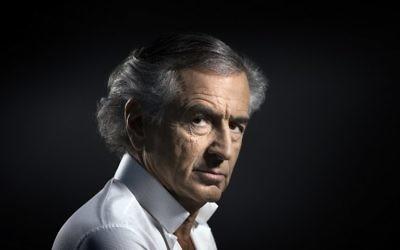 Le philosophe et auteur français Bernard-Henri Levy à Paris, le 14 janvier 2016 (Crédit : AFP Photo/Joel Saget)