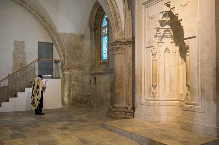 Le cénacle, ou chambre haute, sur le mont Sion juste à l'extérieur de la Vieille Ville, où les chrétiens croient que Jésus a organisé la dernière Cène, et qui est vénéré par les Juifs comme l'emplacement de la tombe du roi David (Crédit : AFP / Constance Decorde)