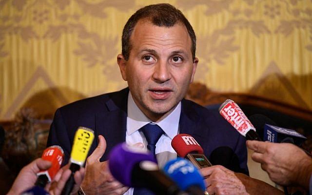Le ministre libanais des Affaires étrangères Gebran Bassil lors d'une conférence de presse à Paris, le 14 novembre 2017 (Crédit : AFP/Lionel BONAVENTURE)