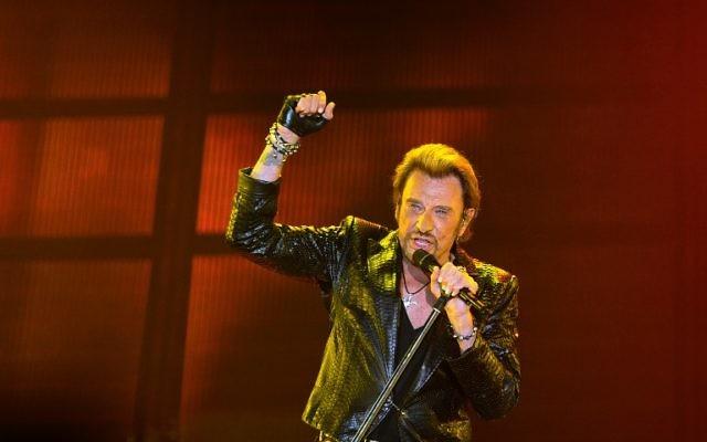 Johnny Hallyday, le 2 JUIN 2013 sur scène à Bordeaux. (Crédit : AFP /ARCHIVES / NICOLAS TUCAT)