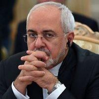 Le ministre iranien des Affaires étrangères Mohammad Javad Zarif assiste à une réunion des ministres des Affaires étrangères des Etats riverains de la mer Caspienne à Moscou le 5 décembre 2017. (Crédit : AFP / Kirill KUDRYAVTSEV)