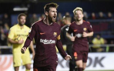 L'attaquant de Barcelone Lionel Messi après avoir marqué lors du match de football entre le Villarreal CF et le FC Barcelona au stade La Ceramica à Vila-real, en Espagne, le 10 décembre 2017 (Crédit : AFP / JOSE JORDAN)
