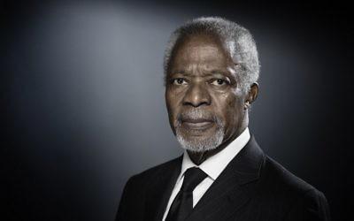 L'ancien secrétaire-général des Nations unies Kofi Annan lors d'une séance photo à Paris, le 11 décembre 2017 (Crédit :   AFP PHOTO / JOEL SAGET)