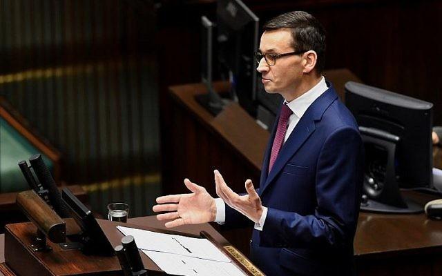 Le nouveau Premier ministre polonais Mateusz Morawiecki fait un dscours devant les députés au parlement de Varsovie, le 12 décembre 2017 (Crédit : AFP Photo/Janek Skarzynski)