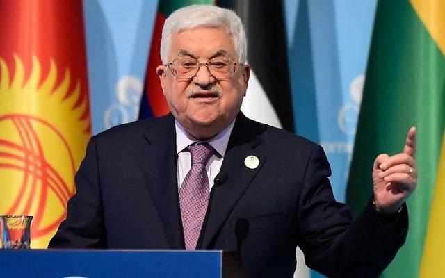 Le président de l'Autorité palestinienne Mahmoud Abbas s'exprime lors d'une conférence de presse à la suite du sommet de l'Organisation de la Coopération Islamique (OCI) sur la reconnaissance américaine de Jérusalem comme capitale d'Israël, le 13 décembre 2017 à Istanbul. (Crédit : AFP / YASIN AKGUL)