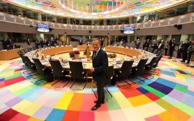 Le président de la Commission européenne Donald Tusk avant le début d'un sommet de l'Union à Bruxelles, le 14 décembre 2017 (Crédit : AFP/ ludovic MARIN)