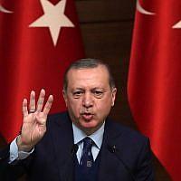 Le président turc Recep Tayyip Erdogan s'adresse à la 42e réunion de Mukhtars au complexe présidentiel d'Ankara, le 20 décembre 2017. (Crédit : ADEM ALTAN / AFP)
