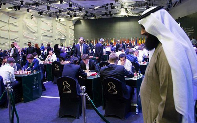 Les participants du King Salman World Rapid and Blitz Championships, premier tournoi international d'échecs organisé par l'Arabie saoudite, à Ryad, le 26 décembre 2017. (Crédit : AFP/STRINGER)