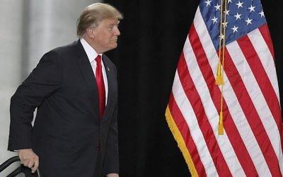 Le président américain Donald Trump arrive pour un discours au Rotunda, au capitole d'Etat de l'Utah, le 4 décembre 2017 à  Salt Lake City, Utah. (Crédit : George Frey/Getty Images/AFP)
