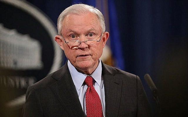 Le procureur général des États-Unis, Jeff Sessions, lors d'une conférence de presse au ministère de la Justice, le 15 décembre 2017. (Crédit : Chip Somodevilla / Getty Images / AFP)