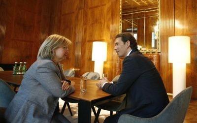 Sebastian Kurz, dirigeant autrichien, et Talya Lador, ambassadrice israélienne à Vienne (Crédit photo : Twitter de Sebastian Kurz)