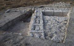 Les restes de la structure retrouvée à Lachish indiquent qu'elle a été intentionnellement démontée, peut-être par les Hasmonéens (Crédit : Dane Christensen)