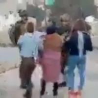 Extrait de la vidéo des cousines Tamimi provoquant des soldats israéliens devenue virale sur Internet (Capture d'écran)