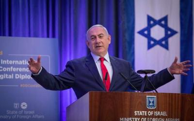 Le Premier ministre Benjamin Netanyahu prend la parole lors de la conférence internationale sur la diplomatie numérique au ministère des Affaires étrangères à Jérusalem, le 7 décembre 2017. (Crédit : Hadas Parush / Flash90)