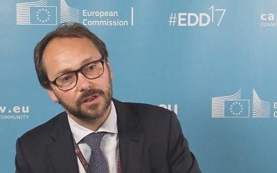 L'ambassadeur de l'UE en Israël, Emanuele Giaufret (Crédit : capture d'écran YouTube)