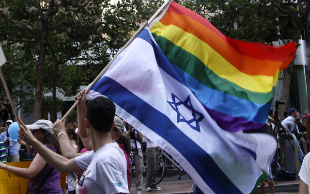 Des communautés juives locales de la région de la baie de San Francisco témoignent de leur soutien à la communauté LGBTQ lors du défilé des fiertés de San Francisco. (Daniel Dreifuss/Flash 90/File)