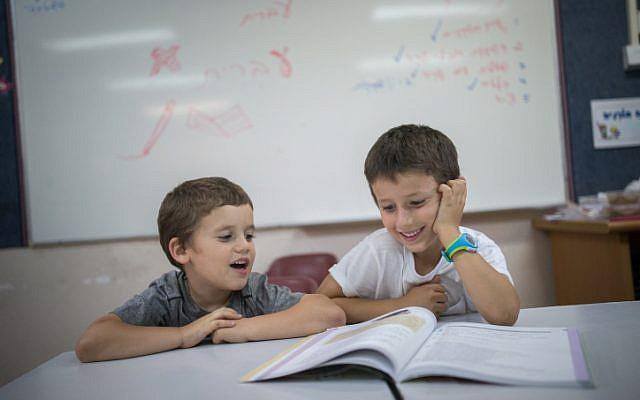 Photo d'illustration : Des enfants dans une classe  (Crédit : Yonatan Sindel/Flash90)