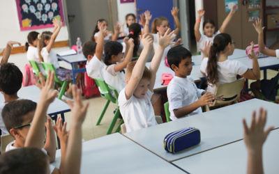 Photo d'illustration. Des élèves du cours préparatoire lors de leur première journée d'école (Crédit : Hadas Parush/Flash90)