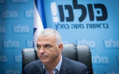 Le ministre des Finances Moshe Kahlon dirige une réunion de son parti Koulanou à la Knesset le 30 octobre 2017 (Crédit : Yonatan Sindel / Flash90)