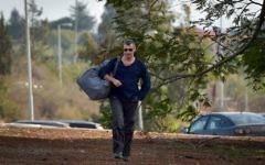 L'ancien ministre du tourisme Stas Misezhnikov arrive à la prison d'Hermon dans le nord d'Israël pour commencer sa peine de 15 mois, le 17 décembre 2017. (Crédit : Basel Awidat / Flash90)