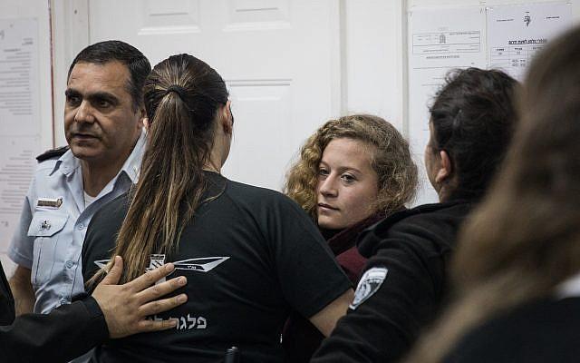 Ahed Tamimi au tribunal militaire d'Ofer le 20 décembre 2017 (Crédit : Hadas Parush / Flash90)