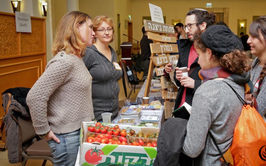 De nouveaux immigrants à une conférence de Jérusalem sur les communautés disponibles d'Israël au mois de novembre 2017 (Crédit :  Yonit Schiller via JTA)
