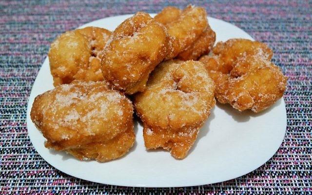 Les sfenj, beignets d'Afrique du nord. (Crédit : Wikimedia Commons via JTA)