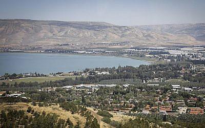 Vue du lac de Tibériade, dans le nord d'Israël, le 19 avril 2017 (Isaac Harari / FLASH90)