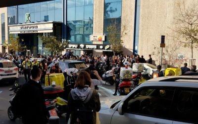 Scène de l'attaque au couteau contre un garde de sécurité travaillant à la gare centrale des bus de la capitale, le 10 décembre 2017 (Crédit : MDA)