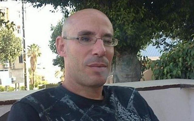 Asher Elmaliach, le gardien de sécurité attaqué au couteau aux abords de la gare routière de Jérusalem le 10 décembre 2017 (Crédit : Facebook)