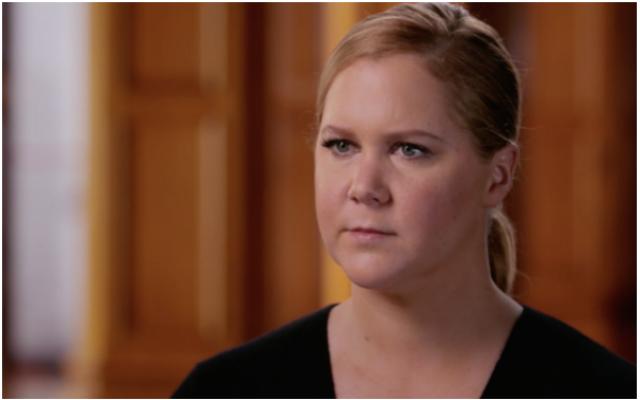"""Amy Schumer a appris des détails sur sa famille juive lors de la Saison 4, Episode 10 de """"Finding Your Roots With Henry Louis Gates Jr."""" diffusé en Décembre 19, 2017. (Screenshot from PBS via JTA)"""