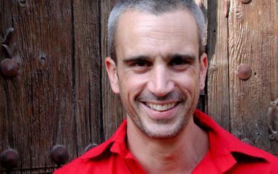 Avri Gilad en 2008. (Crédit : Wikipemida Commons)